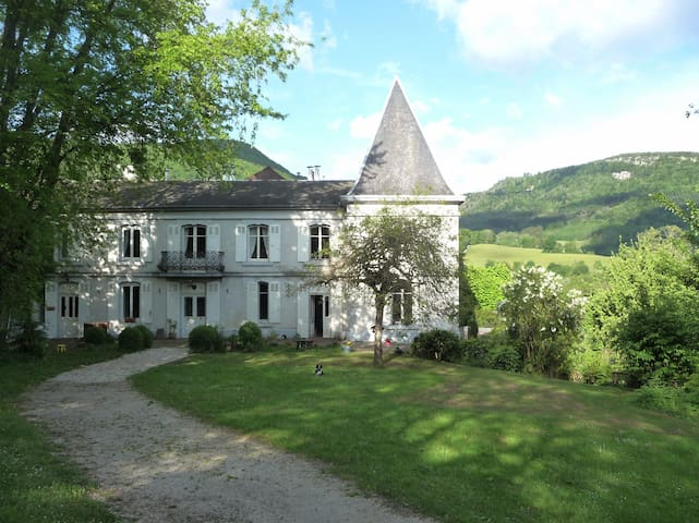 Charming Manor  B&B in Jura - Nans-sous-Sainte-Anne