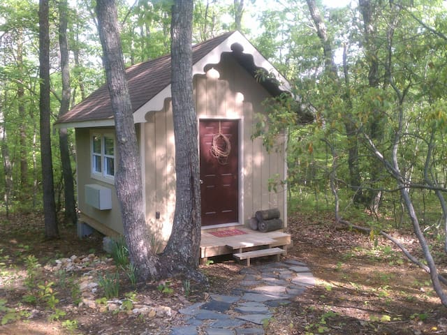 Tiny Cottage 3 miles from Liberty U - Rustburg