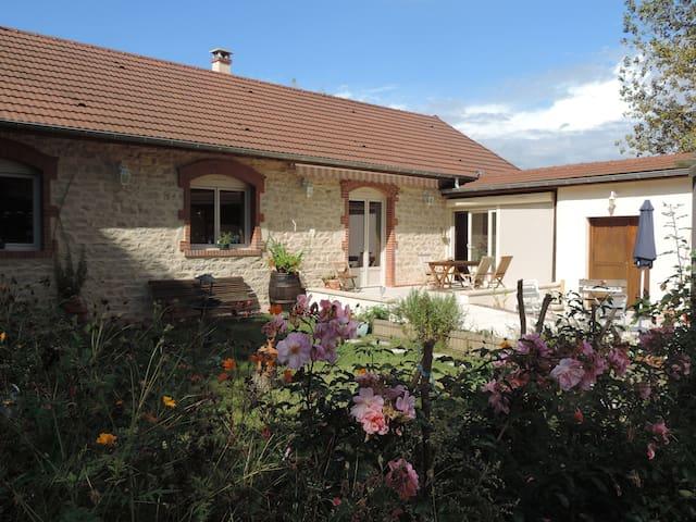 Villa Roland en Bourgogne 4* - Chagny, Saône-et-Loire - Hus