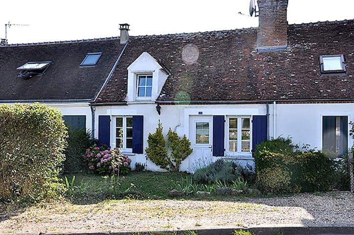 Cottage face à   la Loire - Guilly - Casa