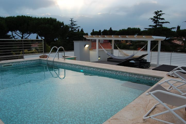 LUXURY PENTHOUSE WITH PRIVATE POOL - ROMA - Hus