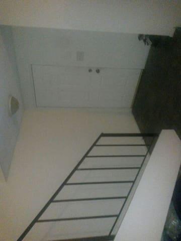 Cozyy n Afordable place - San Fernando - アパート