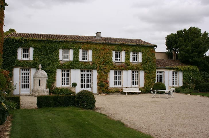 Historic 18th century property - Saint-Genis-d'Hiersac - Casa