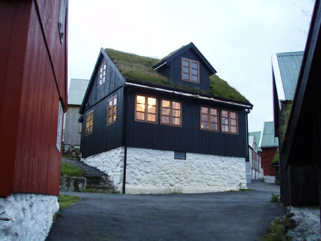 Traumhaus direkt am Meer - Elduvík - Huis