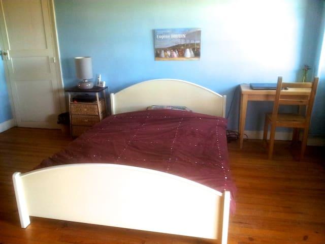 Grande chambre calme avec petit déj - Oloron-Sainte-Marie - Casa