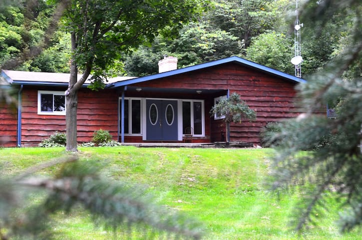 Tranquil Acres Guest House  - Ottawa - Hus