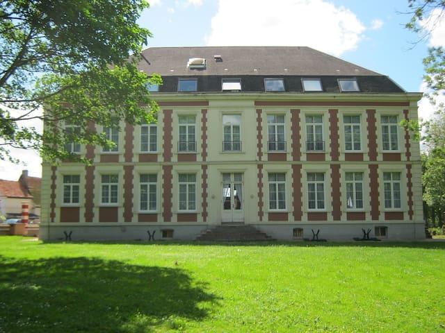 Chateau de Moulin le Comte **** - Aire-sur-la-Lys - Wikt i opierunek