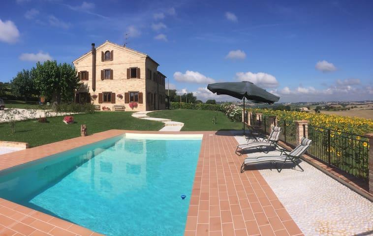 Luxury 4-bedroom villa with pool. - Recanati - Rumah