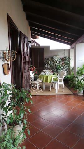 LA RAMPICHINA - borgofranco d'ivrea - 家庭式旅館