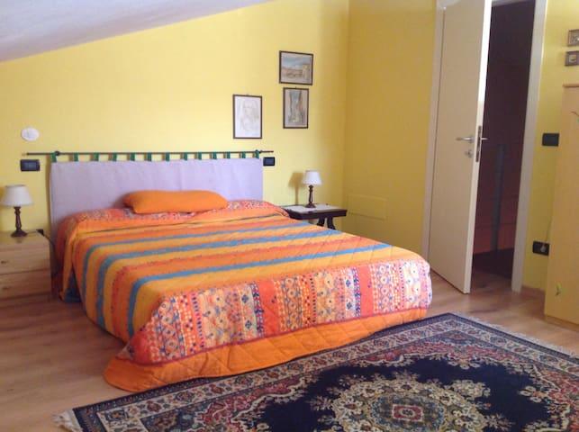 Cozy attic with bathroom in Tuscany - montecarlo LU