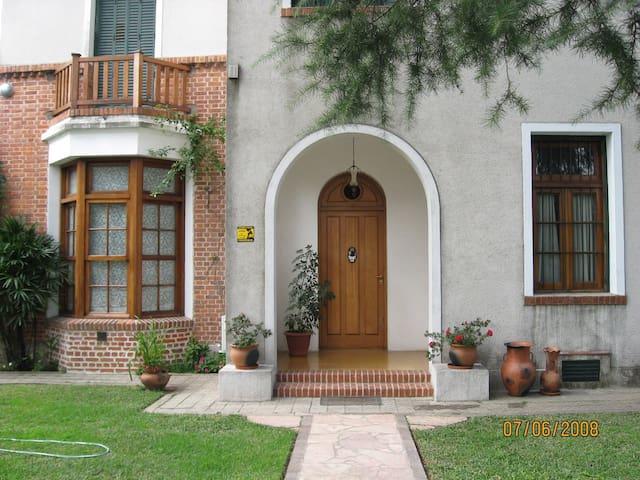DEPARTAMENTO CON PARKING Y JARDIN - Quilmes - Wohnung