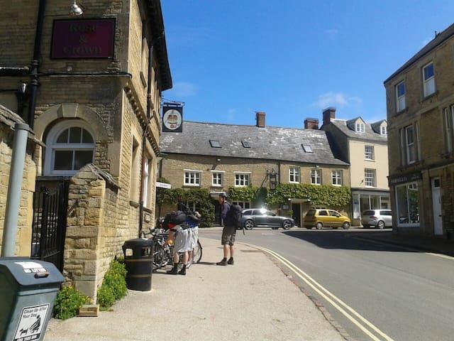 COTSWOLDS (CHARLBURY) HOUSE FOR SIX - Charlbury, Chipping Norton
