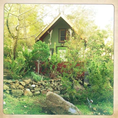 Romantic Cottage in Malibu Wine Country - Agoura Hills