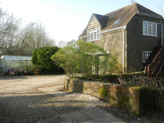 Spacious Riverside Annexe & garden -  Nr Blandford Forum - Leilighet