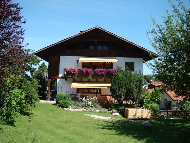 Große Ferienwohnung mit herrlichem Bergblick - Eschenlohe