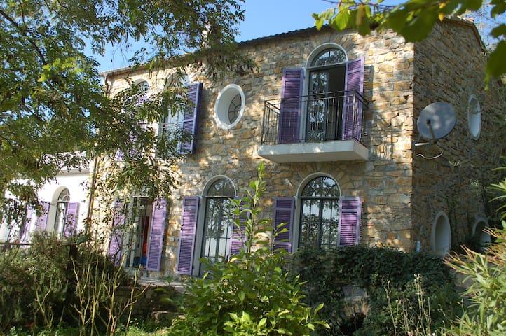 Romantisches Landhaus mit Meerblick - Vasia - Hus