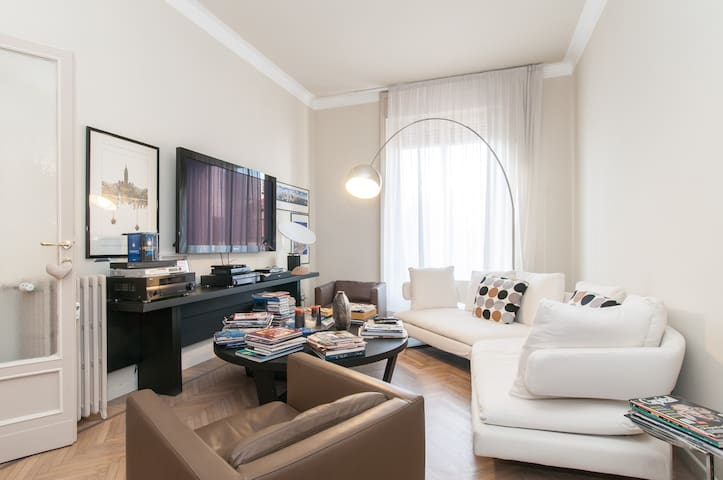 Downtown Master Suite with office - Monza - Appartement