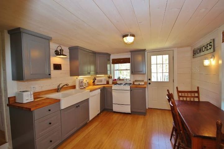 Charming Year Round Cottage - St. George - Huis