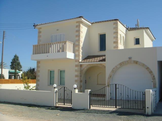 Villa Elvie - Deryneia - Huvila