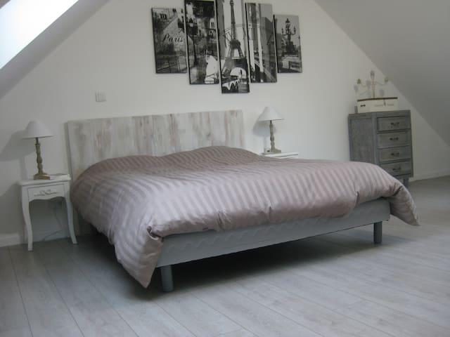 Chambre Paris - Lardy - 家庭式旅館
