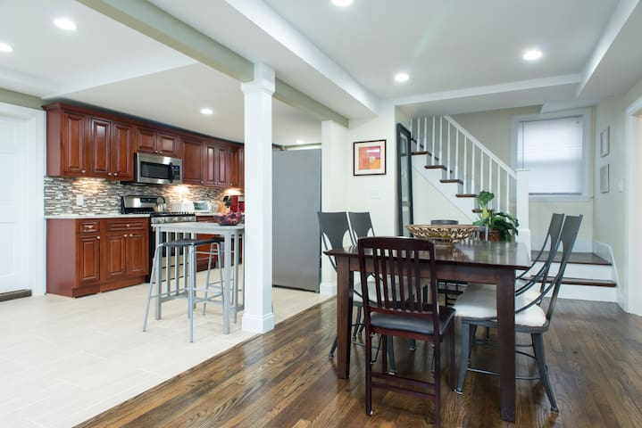 Spacious Home for Group Gatherings - Natick - Casa