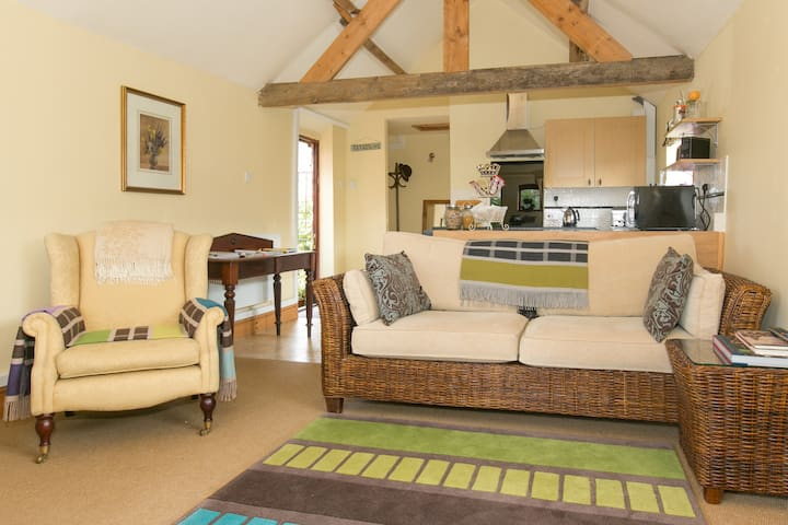 The Dairy Self-Contained Cottage/Apartment - Clifton upon Dunsmore, RUGBY - Bed & Breakfast