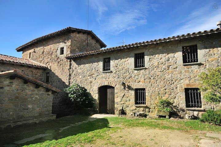 Medieval Castle for 6 people - Llaés - Kasteel