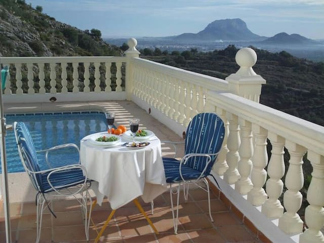Amazing views in tranquil location - Alicante