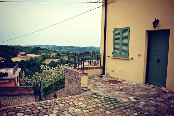 Surrounded by hills near sea Marche - Talamello - Haus