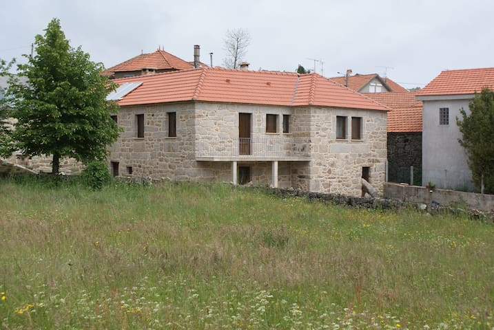 Casa da Fonte - 6 Bedroooms - Castro Laboreiro - Maison