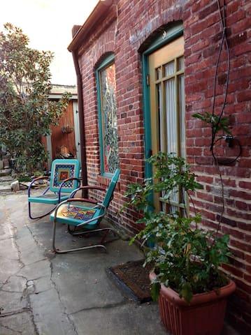 Notel 9 Getaway Suite with Sauna - Baltimore - Bed & Breakfast