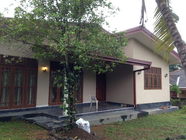 Sri Lanka - House Mattegoda 01/2015 - Kirigampamunuwa - Appartement