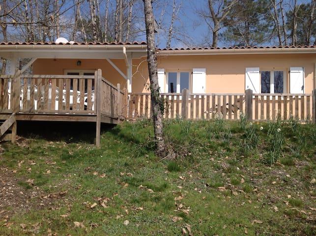 Experience Life At the Lake - Brossac - Casa