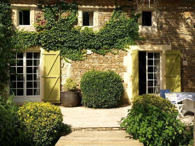 Self catering with pool in Poitou - Clussais-la-Pommeraie - 一軒家