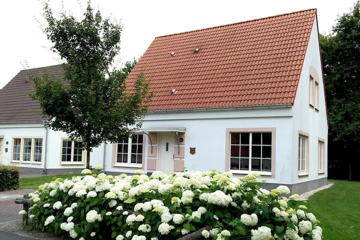 Villa Kakelbont (privé sauna) - Bad Bentheim - Hus
