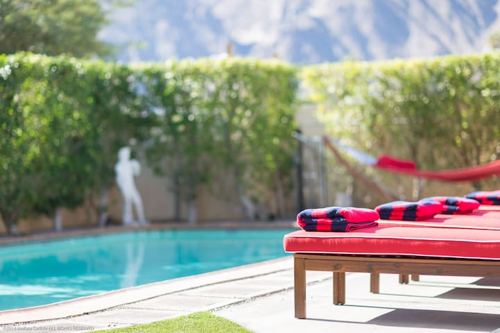 Shared retreat with stunning views! - Suite 1 - Palm Springs - Daire