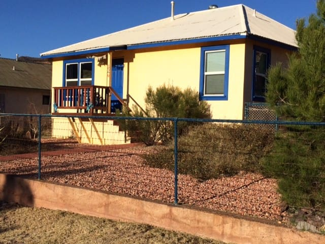 Our Charming EclecticBisbee Cottage - Bisbee - Hus