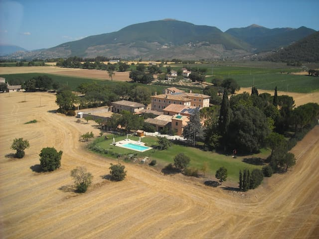 apartments in a country house near to Spoleto 817 - Spoleto - Lägenhet