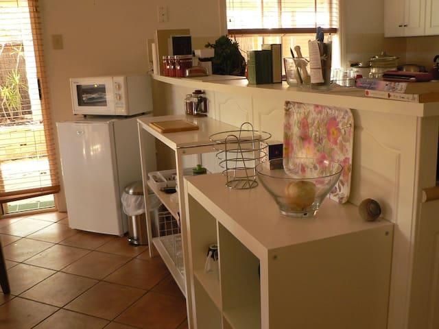 Charming Aussie cottage SB +parking - Golden Grove - Bed & Breakfast
