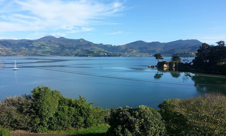 Beautiful Harbour Views - Dunedin - Huis