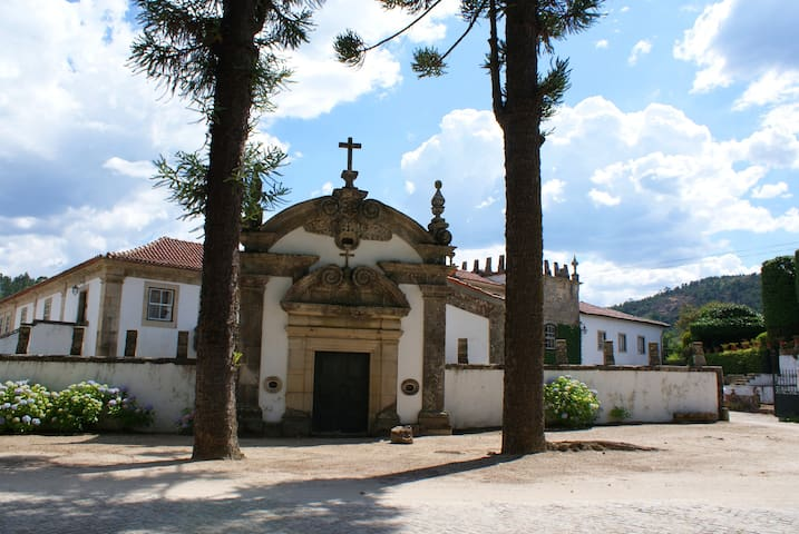 Manor House with historic garden - CELORICO DE BASTO - Bed & Breakfast