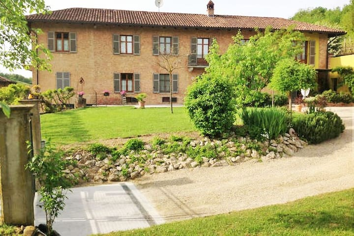 Cascina in campagna - Montegrosso d'Asti - Casa