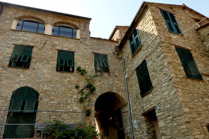 Historic Stone House with Terraces - Ville San Sebastiano - Дом