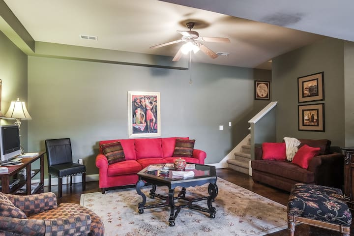 Totally private-500 sq. ft.  suite - Franklin
