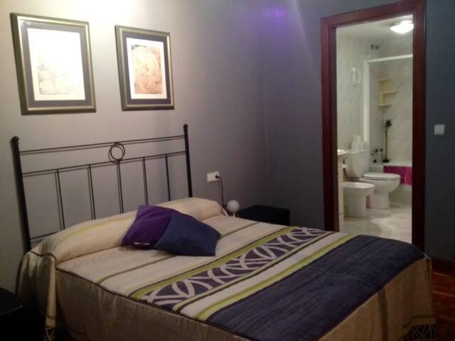 Pamplona. Habitación baño privado - Pampelune - Bed & Breakfast