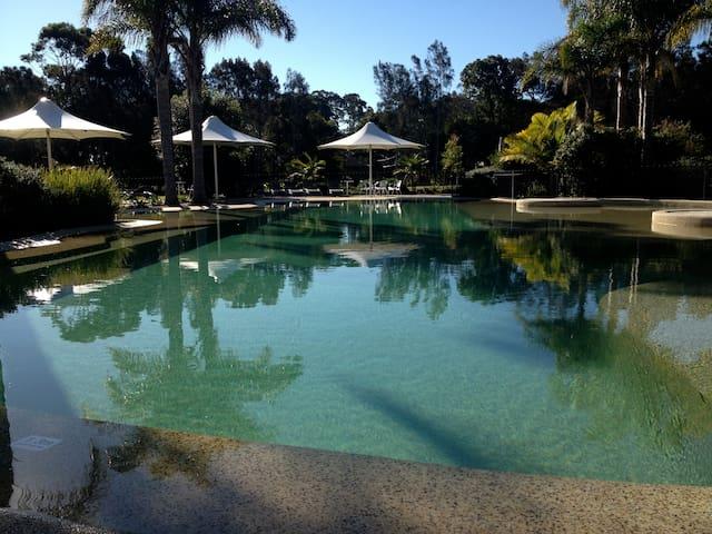 The Guest House -Lakefront Resort - Cams Wharf - Leilighet
