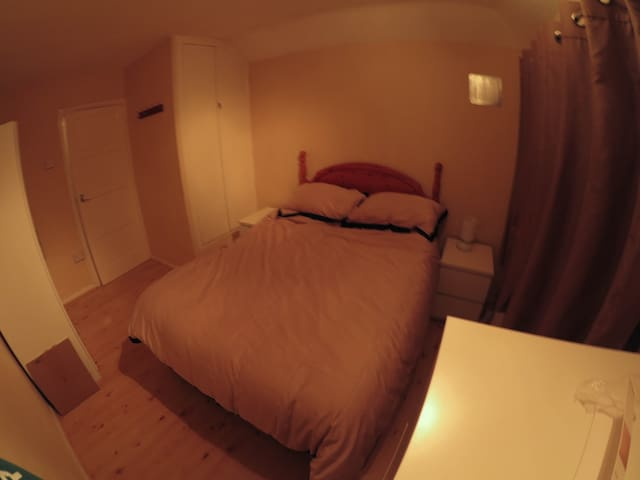 Double room in 3 bed house - Loughton - Talo