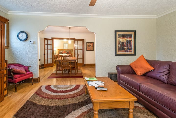Great location to explore MKE! - Shorewood - Appartement