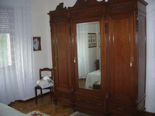 Nice double bedroom. - Pistoya - Bed & Breakfast