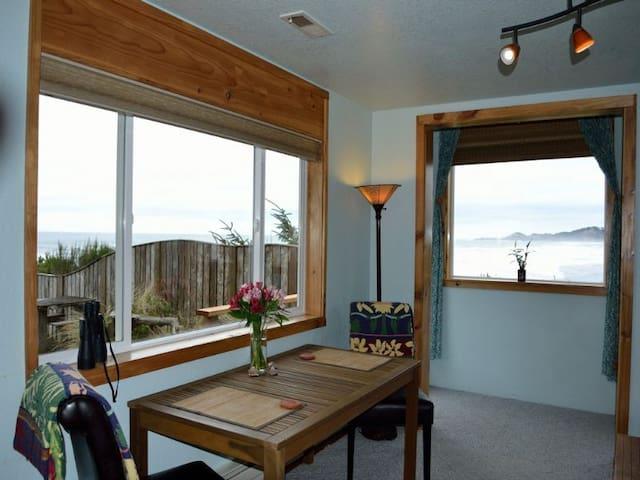 Ocean Wind Retreat Oceanfront, pets - Newport - Departamento